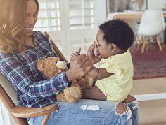 Spiele für Babys: Beschäftigungsideen für Dein 3-6 Monate altes Baby