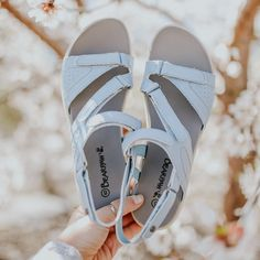 The perfect spring sandal doesn't exi- 😍 Feat. BEARPAW Reed #BearpawShoes #LiveLifeComfortably