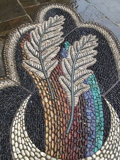 DIY Pebble Art is a work of art that uses pebble as the main material that is formed according to the creativity that we have. These days, a DIY pebble is so popular that it has many fans. Mosaic Rocks, Mosaic Stepping Stones, Pebble Mosaic, Stone Mosaic, Pebble Art, Mosaic Art, Mosaic Glass, Mosaic Tiles, Stone Path