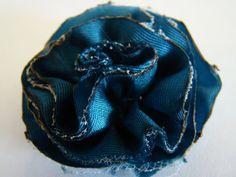 DSC00623 512x384 Fabric Flower Tutorial #3   Gathered Raw Edge Flower