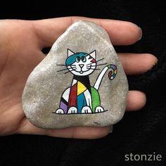 """54 kedvelés, 4 hozzászólás – Stonzie (@stonzie_by_idilo) Instagram-hozzászólása: """"Bu """"Minnoş"""". Minnoş renk seviyor. Beni böyle boya, dedi, boyadım  #cat #kedi #colorfulcat…"""""""