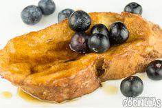Cómo hacer torrijas de sirope de arce con arándanos. Receta fácil. Una adaptación de las French Toasts, uno de los desayunos americanos más famosos.