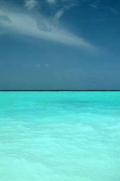 Welcome to Bora Bora Island, an absolute tropical paradise, where the water is turquoise, sand is soft and as white as snow, the sun is always shining. Sea And Ocean, Ocean Beach, Ocean Waves, Playa Beach, Bora Bora Island, Places To Travel, Places To Visit, Ciel, Belle Photo