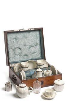 Nécessaire à voyage - manufacture de Saint Cloud - 1740-50 - @Mlle