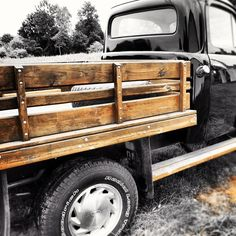 Love this truck. Love the wood siding and step.