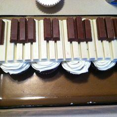 Cupcakes + kit kats = piano