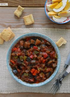 Pisto murciano: receta tradicional huertana (que me enseñó mi madre) Güveç yemekleri Chili, Vegetarian Recipes, Food And Drink, Soup, Healthy, Regional, Collars, Create, Fitness