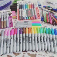 Cool School Supplies, College School Supplies, Paint Pens, Gel Pens, Stationary For School, Sharpie Colors, Art Supplies Storage, School Organization Notes, Study Room Decor