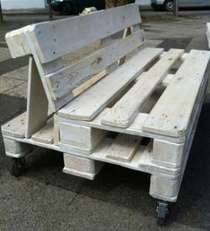 Love this bench. This would be a fantastic city project for kids/parents.