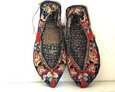 [][][] Antique Hand Embroidered Chinese Shoes...