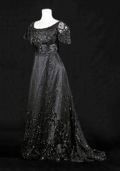 Robe pour le soir - vers 1900 – à MUSÉE de la MODE - Albi.