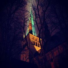 Olavisten kirkko on rakennettu 1200-luvulla. 124 m korkeasta tornista huikeat näkymät kaupunkiin. Torni avoinna huhtikuusta lokakuuhun.
