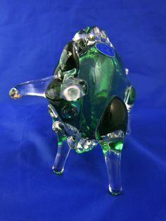 Green hand blown glass bull by Hemah glass of Russia. Rare piece with original sticker Life Paint, Military Pictures, My Glass, Hand Blown Glass, Pottery Art, Poppies, Russia, Sticker, Unique Jewelry