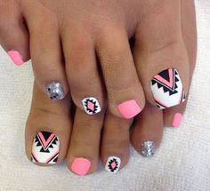 Cool summer pedicure nail art ideas 4