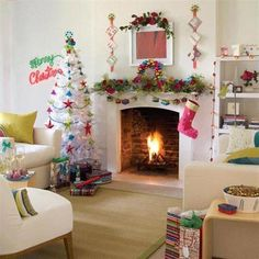 op zoek naar inspiratie trof ik dit plaatke van een leuke kerst-schouw via inrichting huis.com    What to do with the fire place at Christmas time? Light it! And decorate it (like this for example)