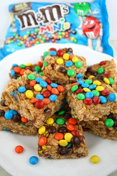 Just 4 ingredients! A soft, chewy, no-bake snack bar made of peanut butter, oats, honey and M&M's. Plus, they're gluten free!