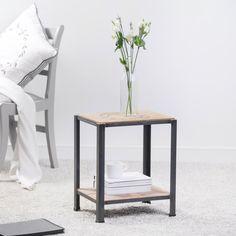 Hochwertiger Beistelltisch aus Holz. Ein echter Blickfang für Wohn- und Schlafzimmer. Gibt's bei Etsy.