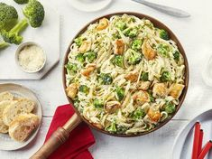 Poulet et Brocoli Alfredo - Cuisinez avec Campbells Chicken Broccoli Alfredo, Chicken Pasta, New Recipes, Cooking Recipes, Recipies, Skillet Recipes, Supper Recipes, Yummy Recipes, Campbells Soup Recipes