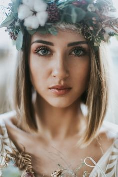 33 Inspirational Bridal Makeup Ideas ❤ Every bride faces the dilemma: what should be the wedding make-up? We've rounded up some beautiful wedding makeup ideas for your inspiration. Soft Wedding Makeup, Wedding Makeup For Brown Eyes, Wedding Make Up, Bridal Makeup, Wedding Bride, Wedding Dresses, Wedding Bells, Dream Wedding, Makeup For Round Eyes