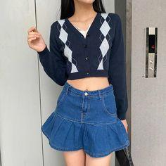 Azul Y2K Vintage Argyle Tejido Manga Larga Recortado | Etsy Denim Skirt Outfits, Denim Mini Skirt, Mini Skirts, Harajuku Fashion, Fashion Outfits, Modest Fashion, Cute Preppy Outfits, Swaggy Outfits, Trendy Outfits