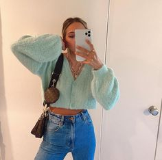 Brit harvey sur comfy cozy on my way to have lunch with my bbbbbb summer ideas to make you be a sun goddess in summer Look Fashion, 90s Fashion, Fashion Outfits, Fashion 2020, Fashion Shoes, Winter Dress Outfits, Spring Outfits, Dress Winter, Spring Ootd