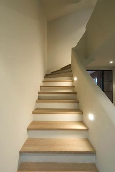 Trend World: House building ideas- Trendwelt: Hausbau Ideen Trend World: House building ideas - Modern Staircase, Staircase Design, Escalier Design, Stair Lighting, Hall Lighting, Lighting Ideas, Lighting Design, Pendant Lighting, House Stairs
