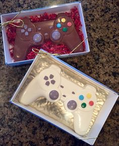 Gifts-for-Him Chocolate Video Game Controller Chocolate Chocolate Pinata, Chocolate Bomb, Chocolate Hearts, Chocolate Molds, How To Make Chocolate, Chocolate Dipped, Melting Chocolate, Playstation Cake, Chocolate Videos