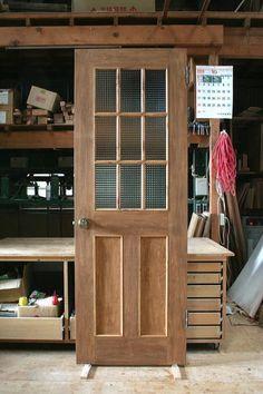 井桁格子のチェッカーガラスリビングドア   室内ドア工房