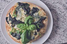 Foccacia med spinat og mozzarella | Emily Salomon