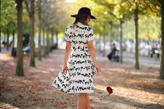Autumn vibes in Jardin du Luxemburg in Paris, wearing silk midi dress by & other stories and American Apparel hat #styleinspiration #style #girlwithhat