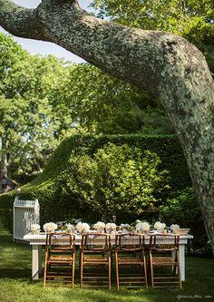 Aerin, Aerin Lauder, Hamptons, Summer Party, Garden Party, Outdoor Interiors, Summer Interior Style, Table Setting, Summer Flowers / Garance Doré