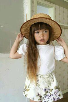Frida And Fauna Floral Shorts Fashion Kids, Little Girl Fashion, My Little Girl, Toddler Fashion, Short Blanc, Tokyo Street Fashion, Little Fashionista, Baby Kind, Stylish Kids
