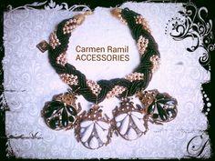 Collar de Carmen Ramil con escarabajos y trenza de perlas