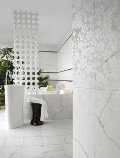 """Che ne dici del termoarredo di questo bagno? Come?! Non lo vedi? Eh già, il termoarredo Add-On è un oggetto di design bellissimo ed insolito. E puoi anche comporre diversi """"disegni""""! Guarda il video e scopri altri termoarredi di design per la tua casa! #termoarredo #arredamento #ideearredo #ideearredamento #bagno #arredarecasa #bathromm #bathroomdesign #salledebain #interiordesign"""