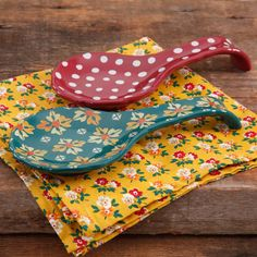 Brighten up your countertop with the The Pioneer Woman Autumn Harvest Spoon Rest - Set of 2 . These two stoneware spoon rests show off colorful designs. The Pioneer Woman, Pioneer Woman Dishes, Pioneer Woman Kitchen, Pioneer Woman Recipes, Pioneer Women, Layout Design, Cocina Shabby Chic, Kitchen Necessities, Fall Harvest