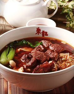 牛肉刀削麵 Noodles with braised beef 牛肉入り刀削麵 Photo By Vicki Li
