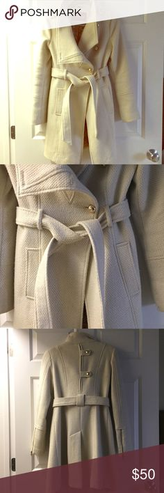 Beautiful winter white Guess funnel neck coat Make your winter a little brighter and stylish with this beautiful Guess coat! Features a funnel neck that can be stood up, gold buttons at the front and back and at epaulets, self tie waist and side slot pockets. Hits at knee and in excellent condition. Guess Jackets & Coats