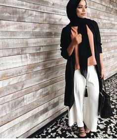 cool Pinned via Muslim Women Fashion, Arab Fashion, Islamic Fashion, Fashion Wear, Modest Fashion, Unique Fashion, 70s Fashion, Fashion Outfits, Turban Outfit