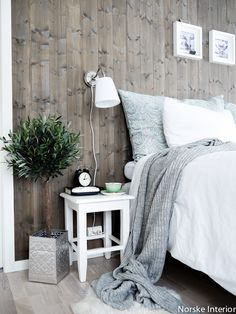 Gledene i livet: Soverom Interior Design Living Room, Living Room Decor, Bedroom Decor, Industrial Farmhouse Decor, Stylish Bedroom, Home And Living, House Design, Floor Mattress, Wood Creations