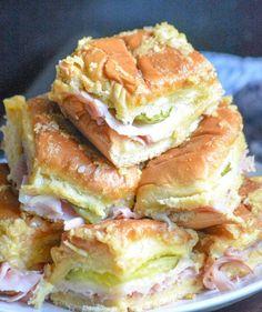 Homemade Ham, Homemade Pickles, Slider Sandwiches, Finger Sandwiches, Easy Dinner Recipes, Appetizer Recipes, Appetizers, Appetizer Ideas, Dinner Ideas
