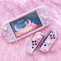 Nintendo Lite, Nintendo Switch Case, Best Gaming Setup, Gaming Room Setup, Nintendo Switch Accessories, Gaming Accessories, Kawaii Games, Pink Games, Cute Room Ideas