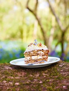 Hummingbird cake Treat yourself!  Light fluffy sponge with banana and pineapple galore, a crunchy dusting of pecan brittle and zesty cream cheese icing – it's near perfection