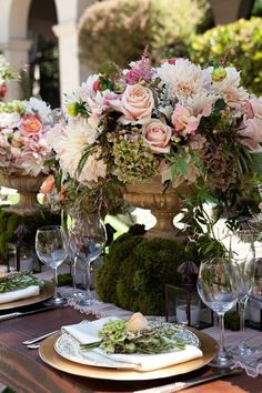 Spring table decoration / Could do this on a smaller scale for smaller tables. Wedding Centerpieces, Wedding Table, Wedding Decorations, Table Decorations, Wedding Ideas, Garden Wedding, Centrepieces, Spring Wedding, Table Arrangements