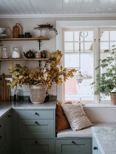 Cottage Kitchens, Home Kitchens, Style At Home, Küchen Design, House Design, Garden Design, Scandinavian Cottage, Swedish Cottage, Sweden House