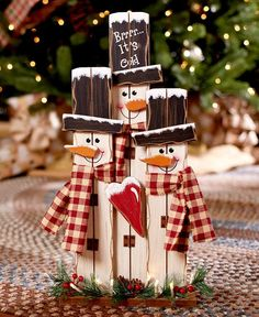Decorate your home with the wooden plank look of the Lighted Country Holiday Characters. Each trio of popular figures includes facial features and 8 white lights along the base. Lighted Country Christmas Holiday Characters Use Inside Or Out Santas Or Snow Christmas Wood Crafts, Farmhouse Christmas Decor, Holiday Crafts, Christmas Snowman, Pallet Christmas, Christmas Christmas, Christmas Presents, Winter Wood Crafts, Diy Crafts For Christmas