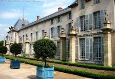 Château de Malmaison. Ribbed Vault, La Malmaison, French Government, Empire Style, Exotic Plants, Beautiful Buildings, Historic Homes, Places Around The World, Historical Sites