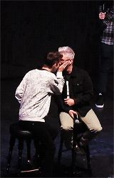 TROYLER KISS OMG OMG I HAVE LOST MY ABILITY TO EVEN!!!!!!!
