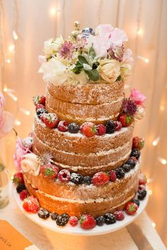Gorgeous French Made sponge cake - love this look!