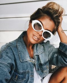 Great range of cheap designer sunglasses at the lowest prices. Ray-Ban, Oakley Gucci and more brands available at the lowest prices from Discounted Sunglasses. Sunnies, Easy Style, Sunglasses For Your Face Shape, Coiffure Hair, Ray Bans, Trending Sunglasses, Look Cool, Glamour, Just In Case