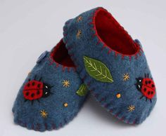Felt baby shoes with ladybird applique by PuffinPatchwork on Etsy.
